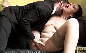 Fingered curvy british spreading her legs