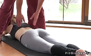 Fit blonde fucked in gospeller in advance gym