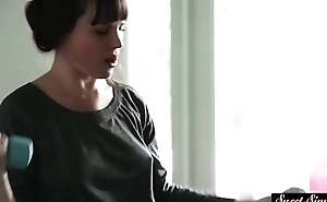 Bootylicious stepmom screwed in the bedroom
