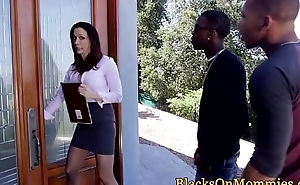 Matured interracial estate agent triofucked